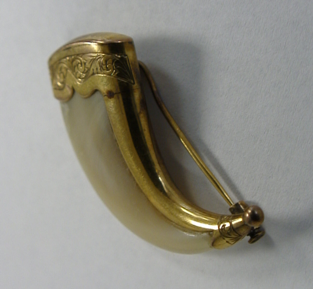 18-Lion Claw Gold Brooch Back