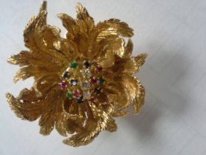 18K Yellow Gold Flower Fur Pin